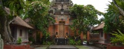 1-ubud-palace-tour-e1504962230888