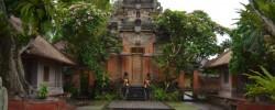 1-ubud-palace-tour-e1504962230888