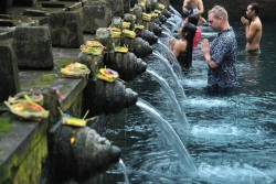 Tirtha-Empul-temle-Holy-spring-water-temple-in-Tampaksiring-Bali-Indonesia-Bali-Hello-Travel.jpg14