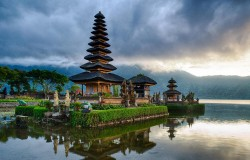 lake-temple-bali-pura-ulun - Copy